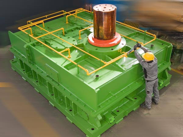 A 35000 Kg gearbox, drive for a rolling mill for forged rings