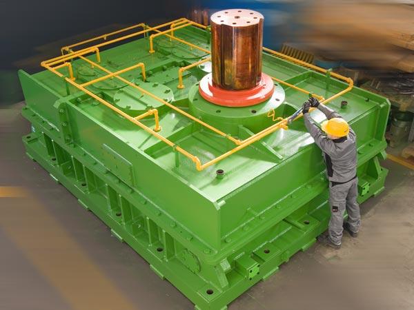 Un riduttore di 35000 Kg, comando laminatoio per anelli forgiati